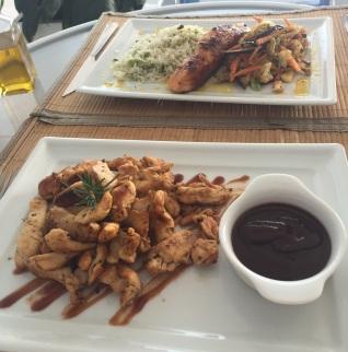 Salmão e isca de frango